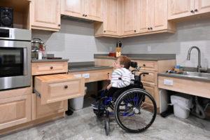 Marie Turcotte dans sa cuisine. Photo de Bernard Brault de LA Presse